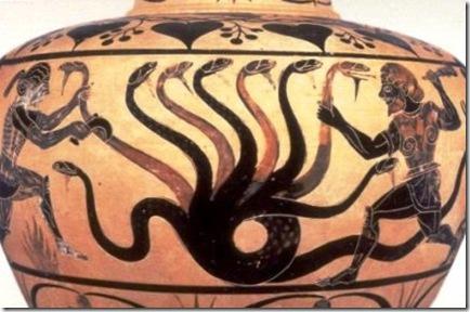 إناء فخاري إغريقي مرسوم عليه هرقل وإيولاوس يقتلان الهيدرة