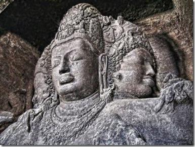 تمثال شيڤا مهيشامورتي (المثلث الوجوه) الشهير، كهوف إليفانتا، الهند